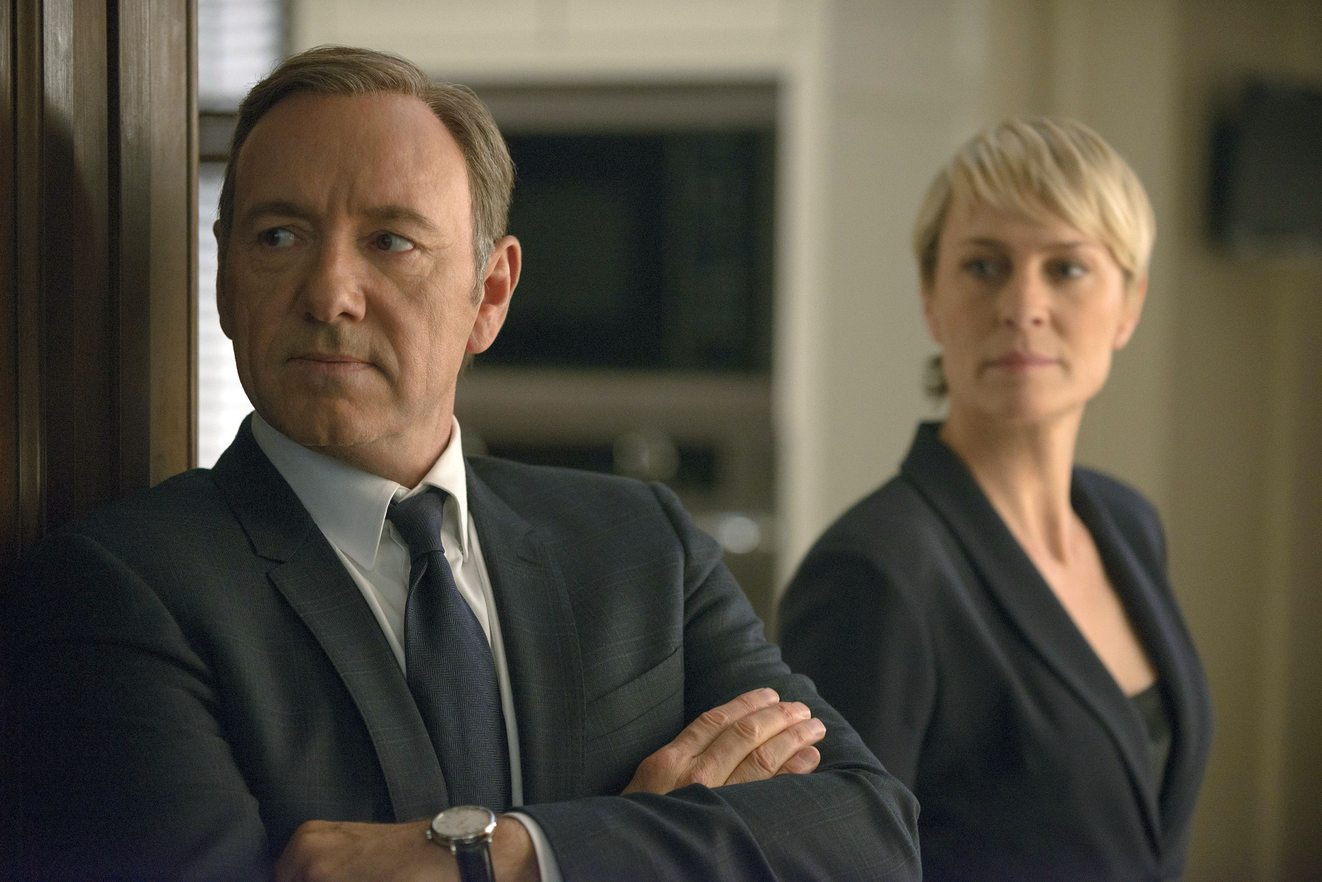 Snowed-in Boston begs for early release of 'House of Cards'