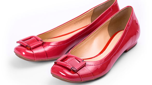 Flat Shoes Linked to Women's Foot Problems