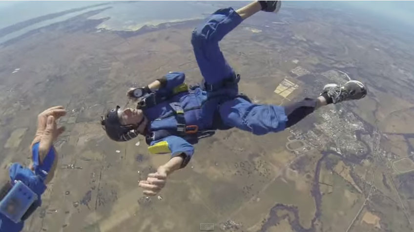 Man has seizure, loses consciousness during sky dive (Video)