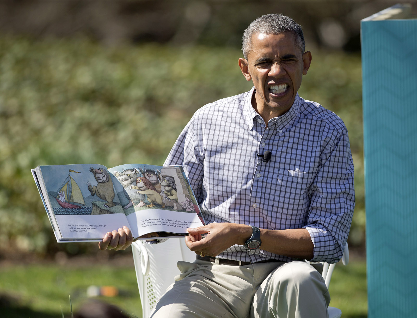 Pesky spring guest buzzes Obama's Easter egg roll (Video)