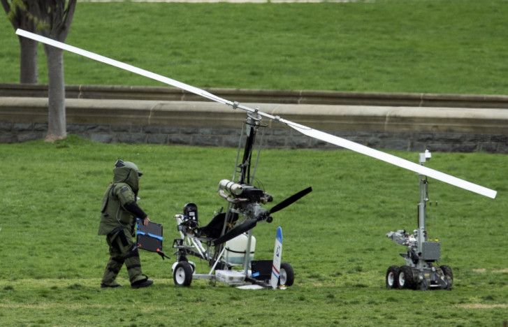 Photos Small Aircraft Lands On Capitol Lawn Wtop
