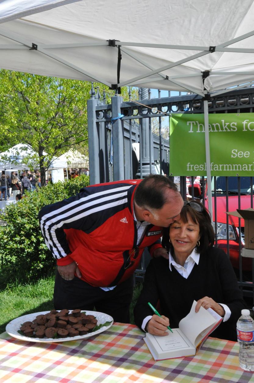 Sundays get social at the Dupont farmers market | WTOP