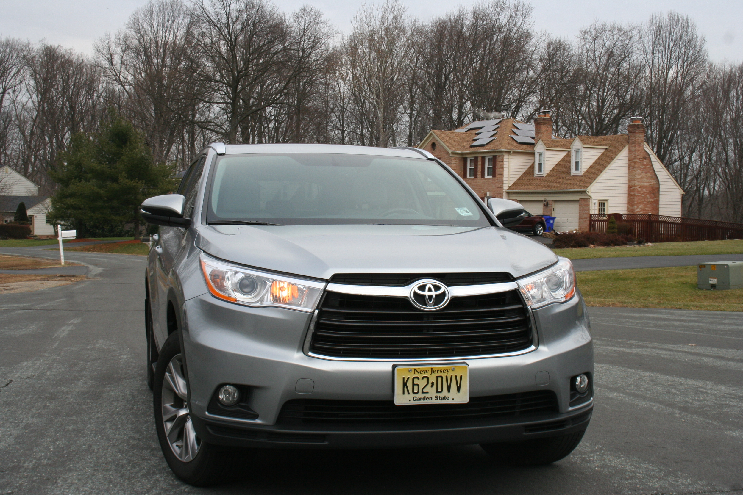 Car Report: Toyota Highlander at the head of midsize crossover class