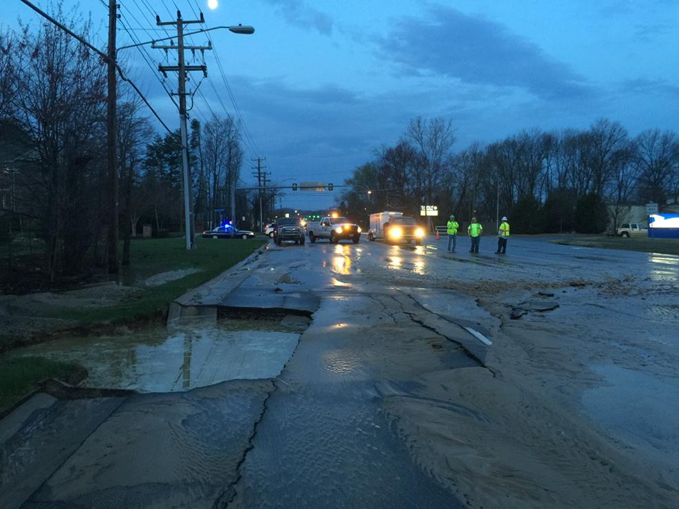 Water main break closes lanes of Richmond Highway