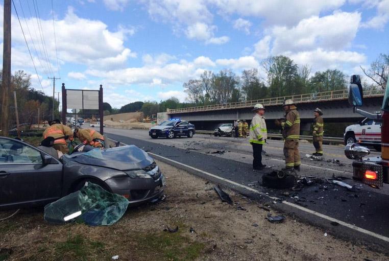 3 hurt in head-on collision on U.S. 1 near Fort Belvoir