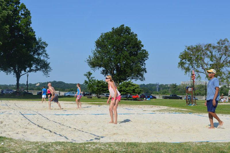 Volleyball players claim Park Service spikes free play