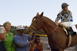 Jockey Ron Turcotte sits on Secretariat, 1973.  Others are unidentified.  (AP Photo)