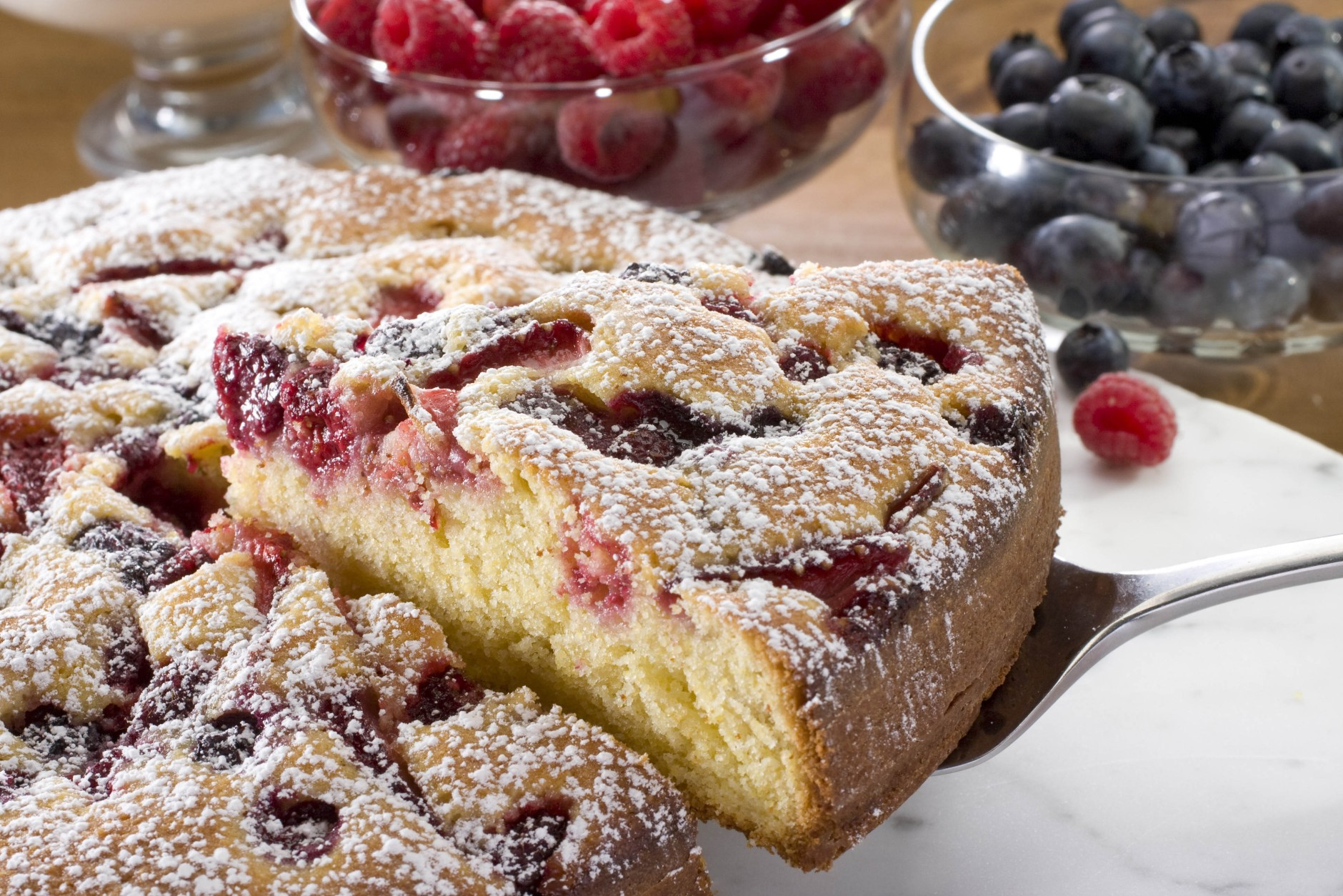 "Right-side-up cake from Deborah Madison's ""Seasonal Fruit Desserts"" is seen in this May 6, 2010 photo. While avoiding heat in the kitchen tends to be the rule in the summer it will be worth cranking up the oven for this recipe.  (AP Photo/Larry Crowe)"