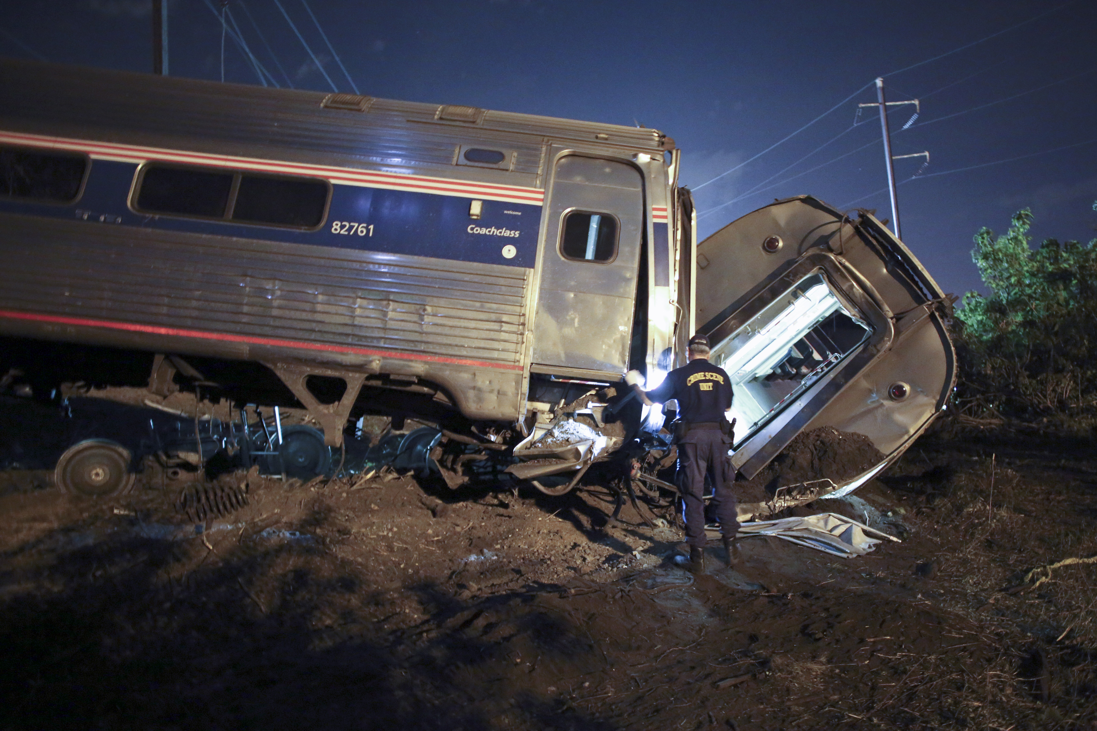 NTSB: Amtrak engineer not on phone during derailment