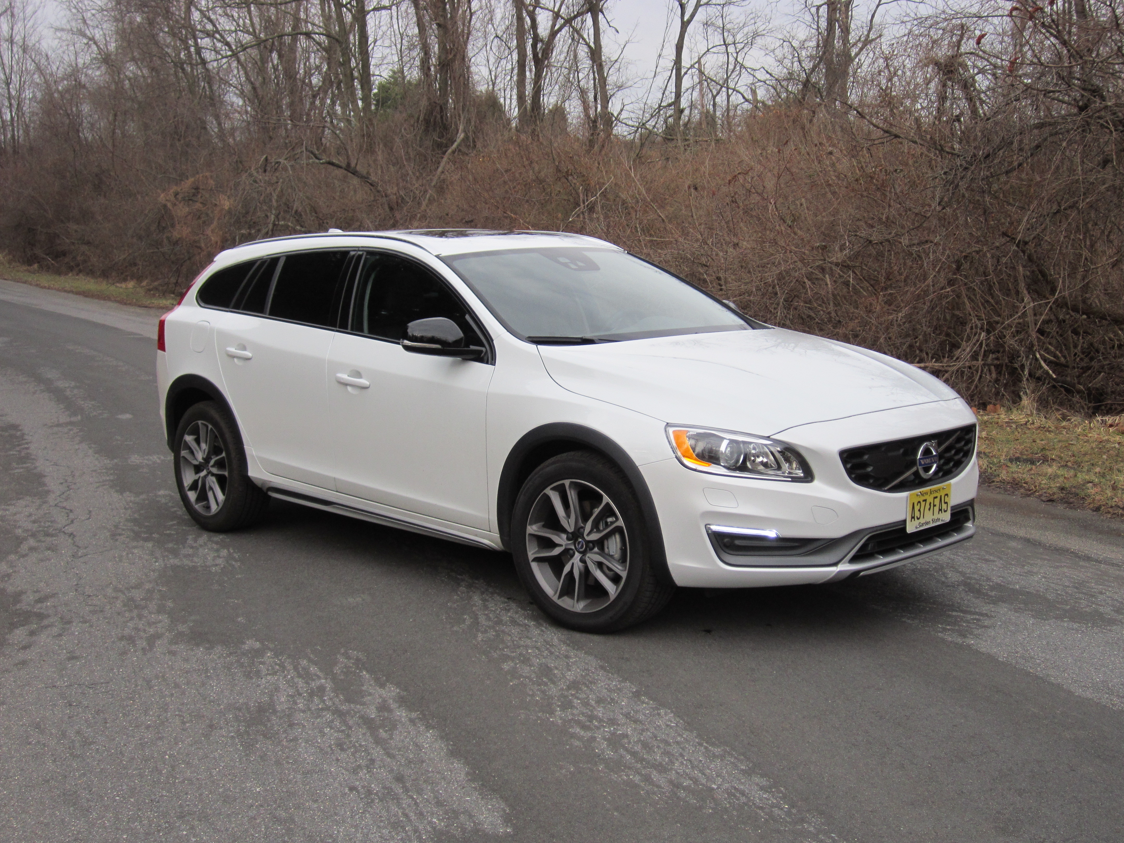 Volvo V60 Cross Country blurs the line between crossover and station wagon
