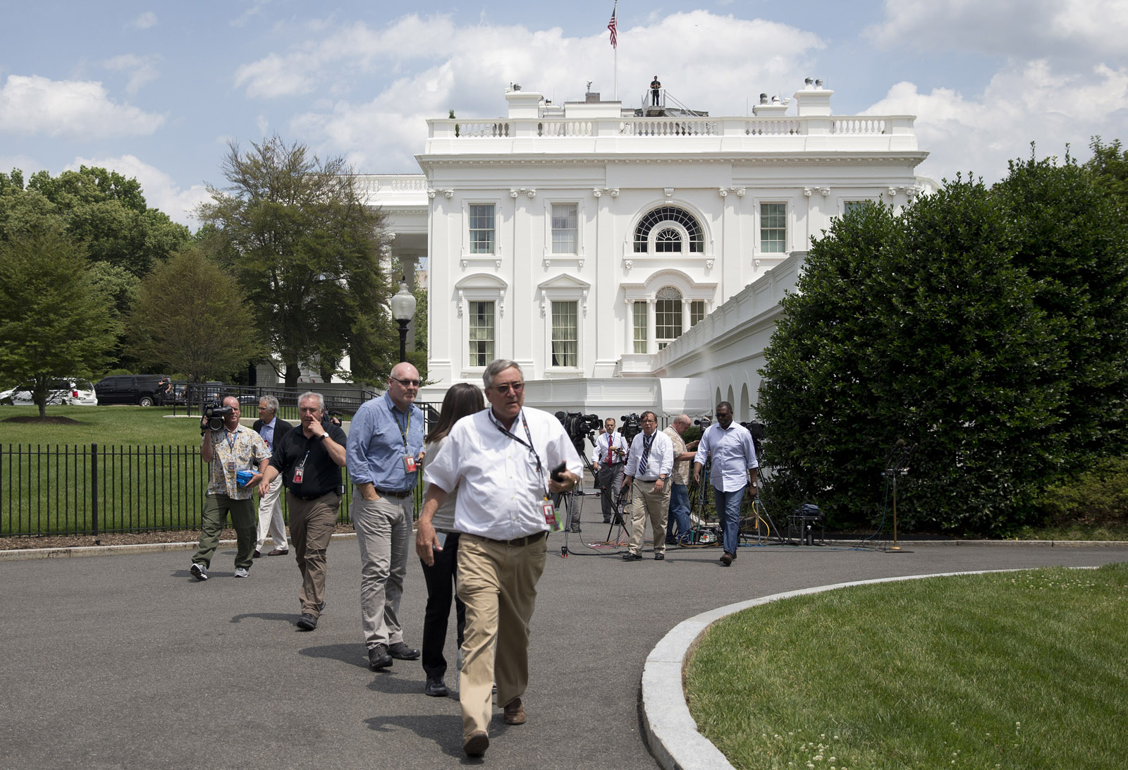 Security scares evacuate parts of White House, Senate office building