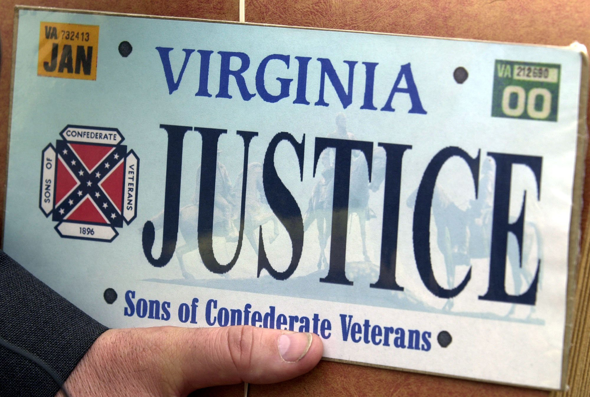 Order allows Virginia to recall license plates with Confederate flag