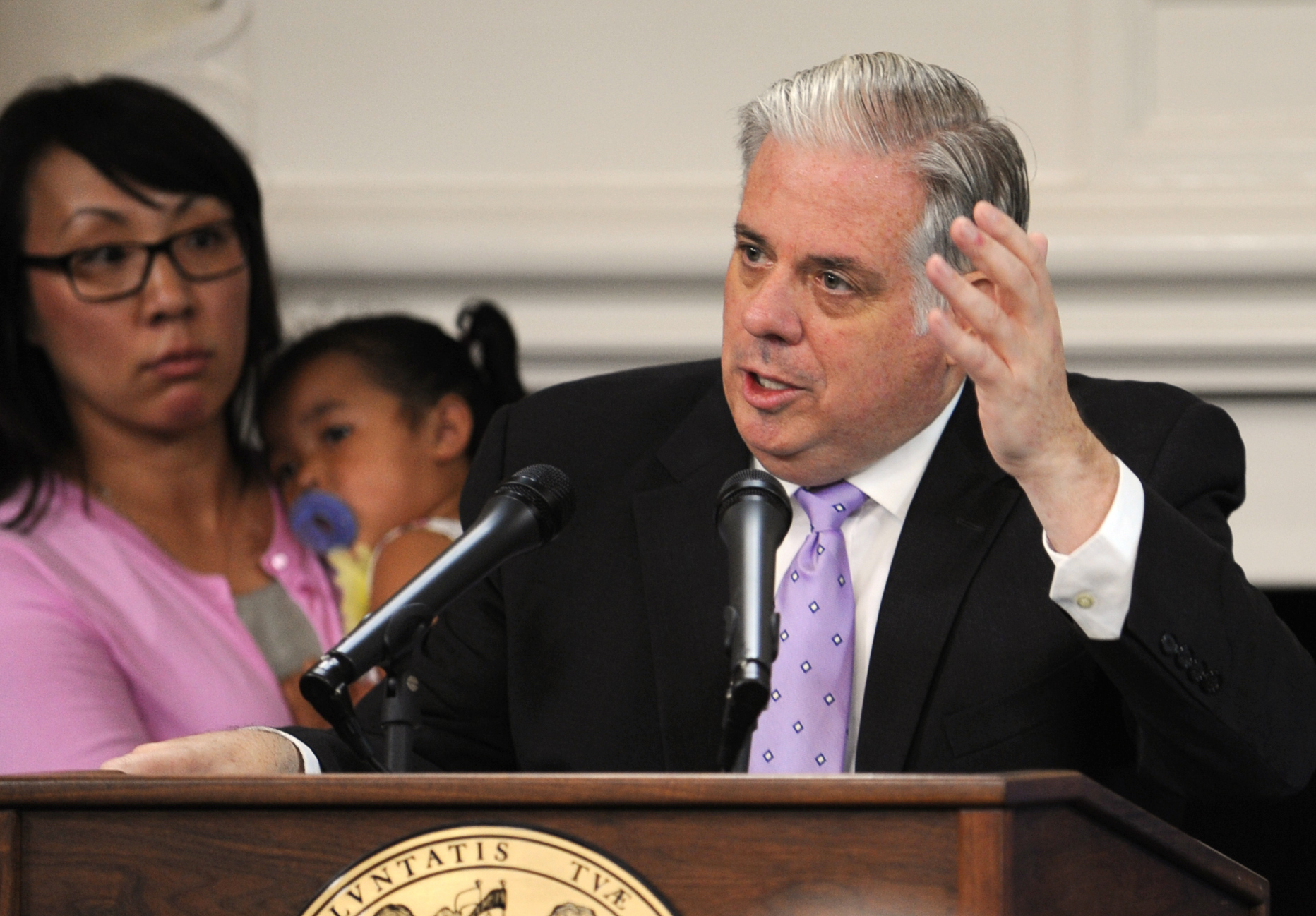 Maryland Gov. Larry Hogan shows Republicans how to draw support from both parties
