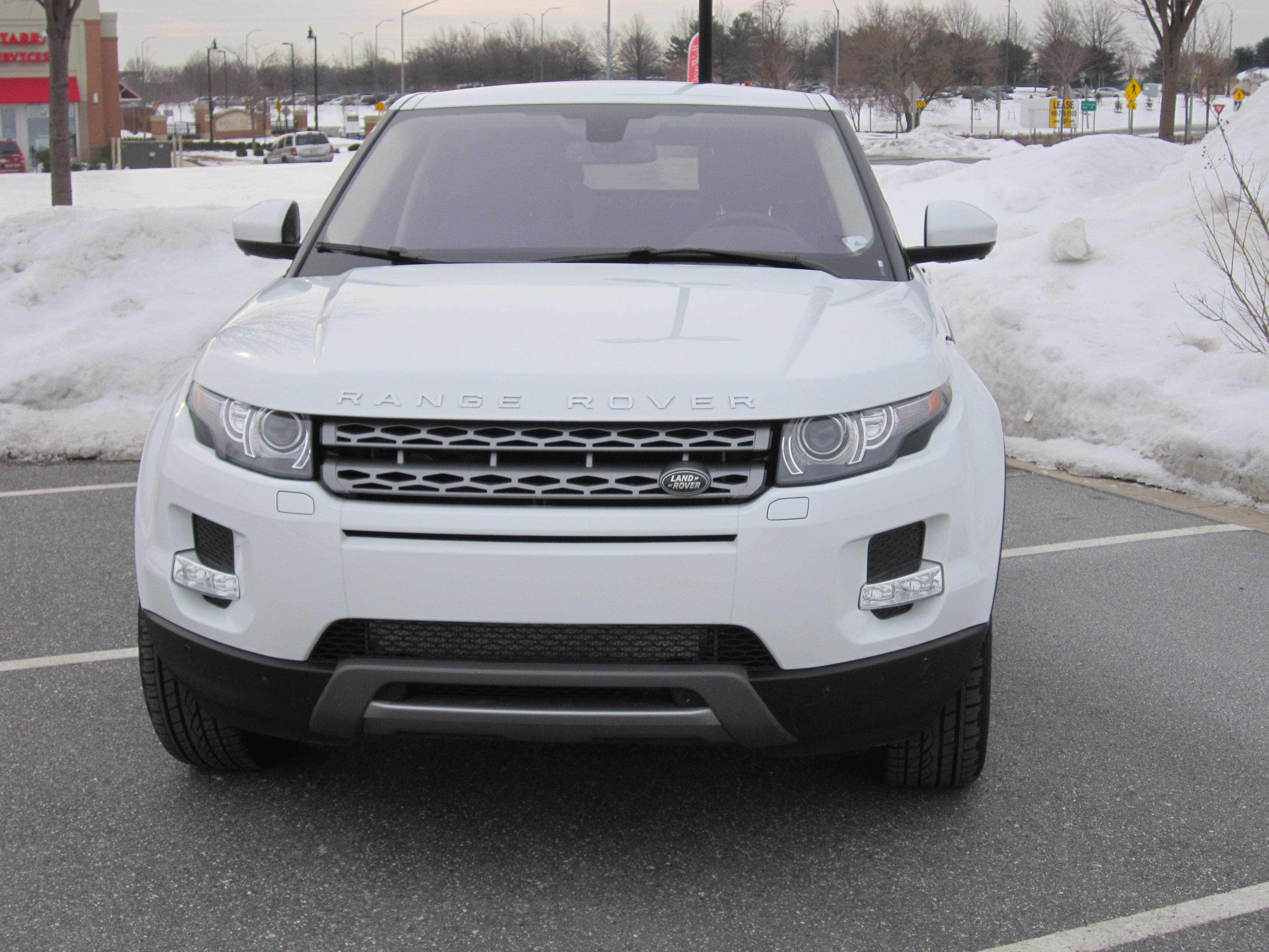 2015 range rover evoque a small crossover high on style relatively easy on gas wtop. Black Bedroom Furniture Sets. Home Design Ideas