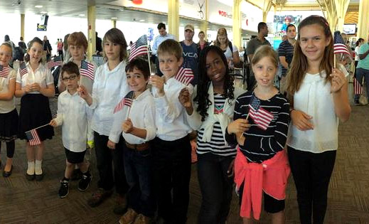 Children sing to greet WWII vets arriving at Reagan National (Video)