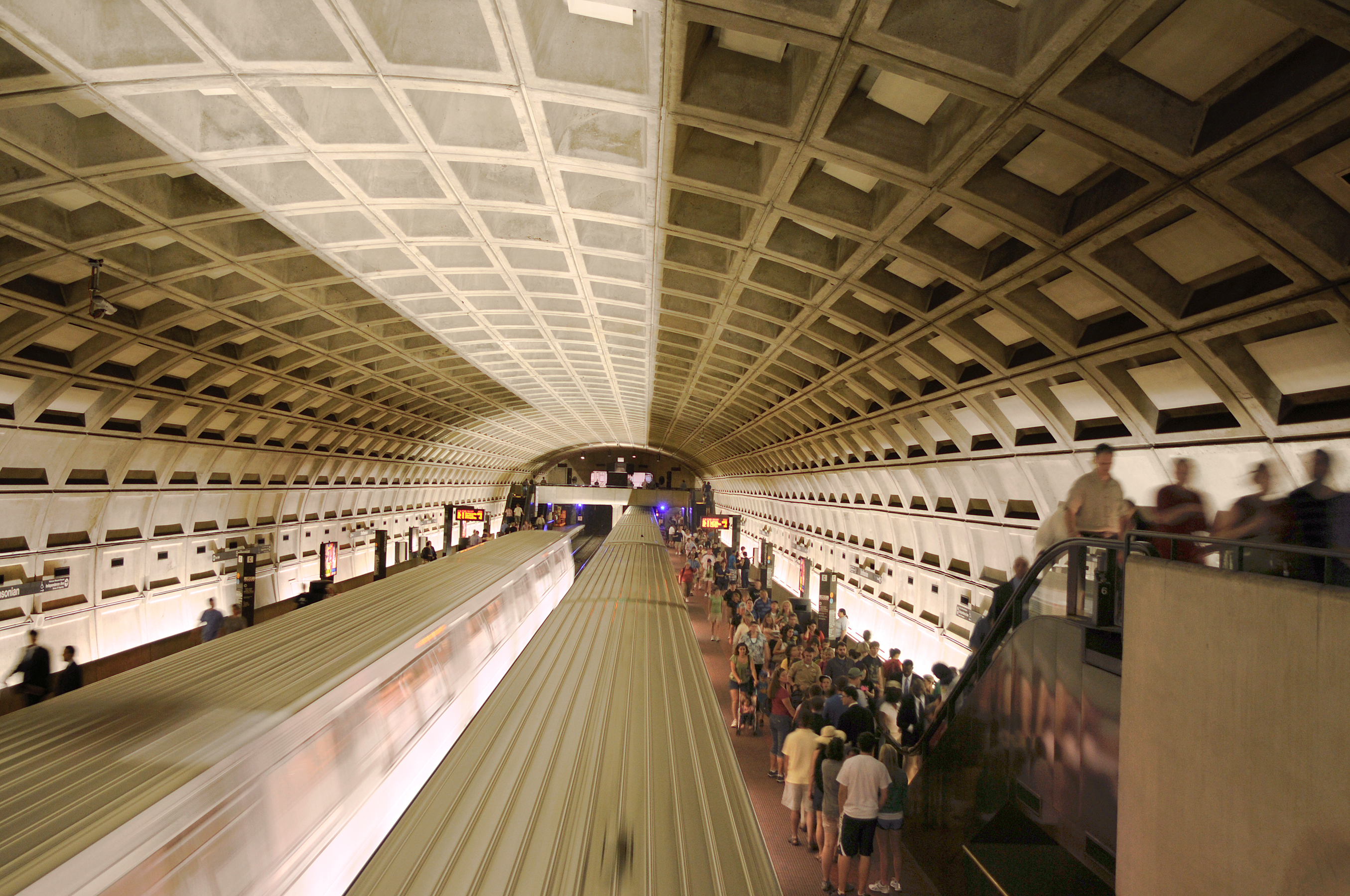 DC Mayor, Maryland and Virginia governors meet to improve Metro