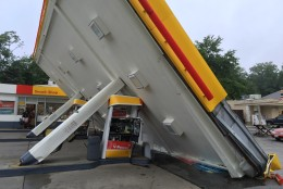 The canopy at a Shell station in Bowie, Maryland, was no match for the storm early Wednesday. (WTOP/Kristi King)