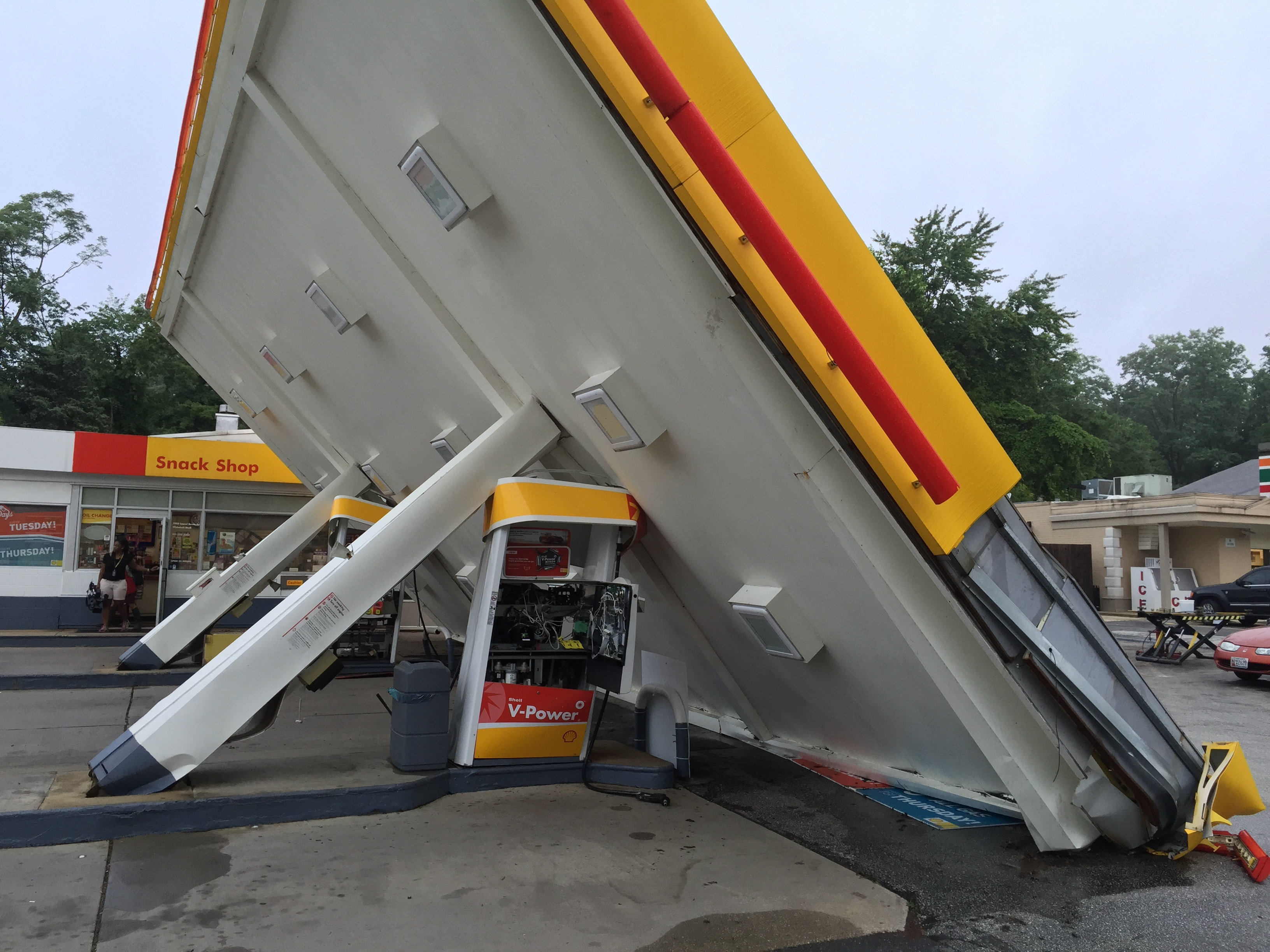Storm takes out canopy at Md. gas station
