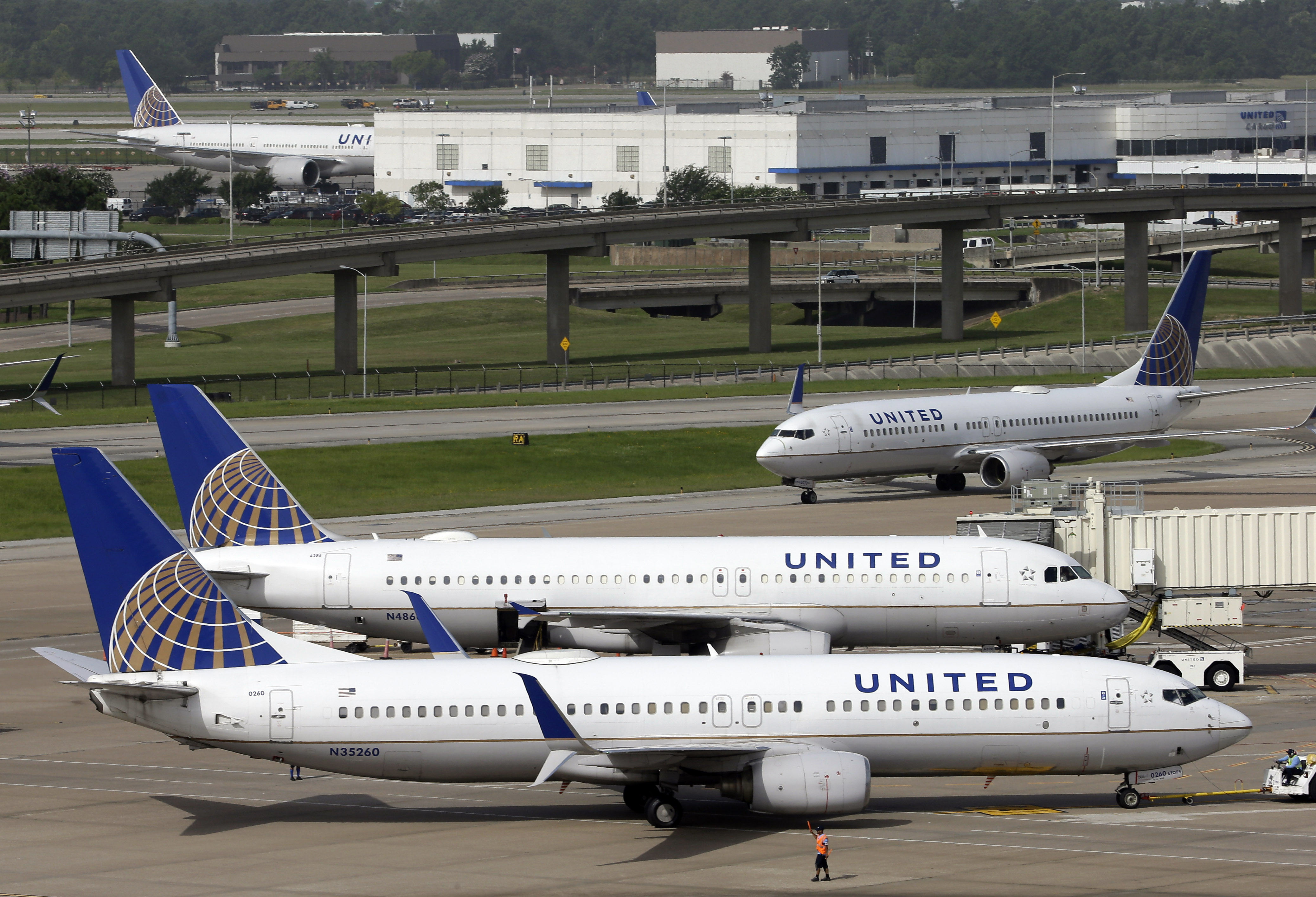 Report: China-backed hacking group breaches United Airlines data