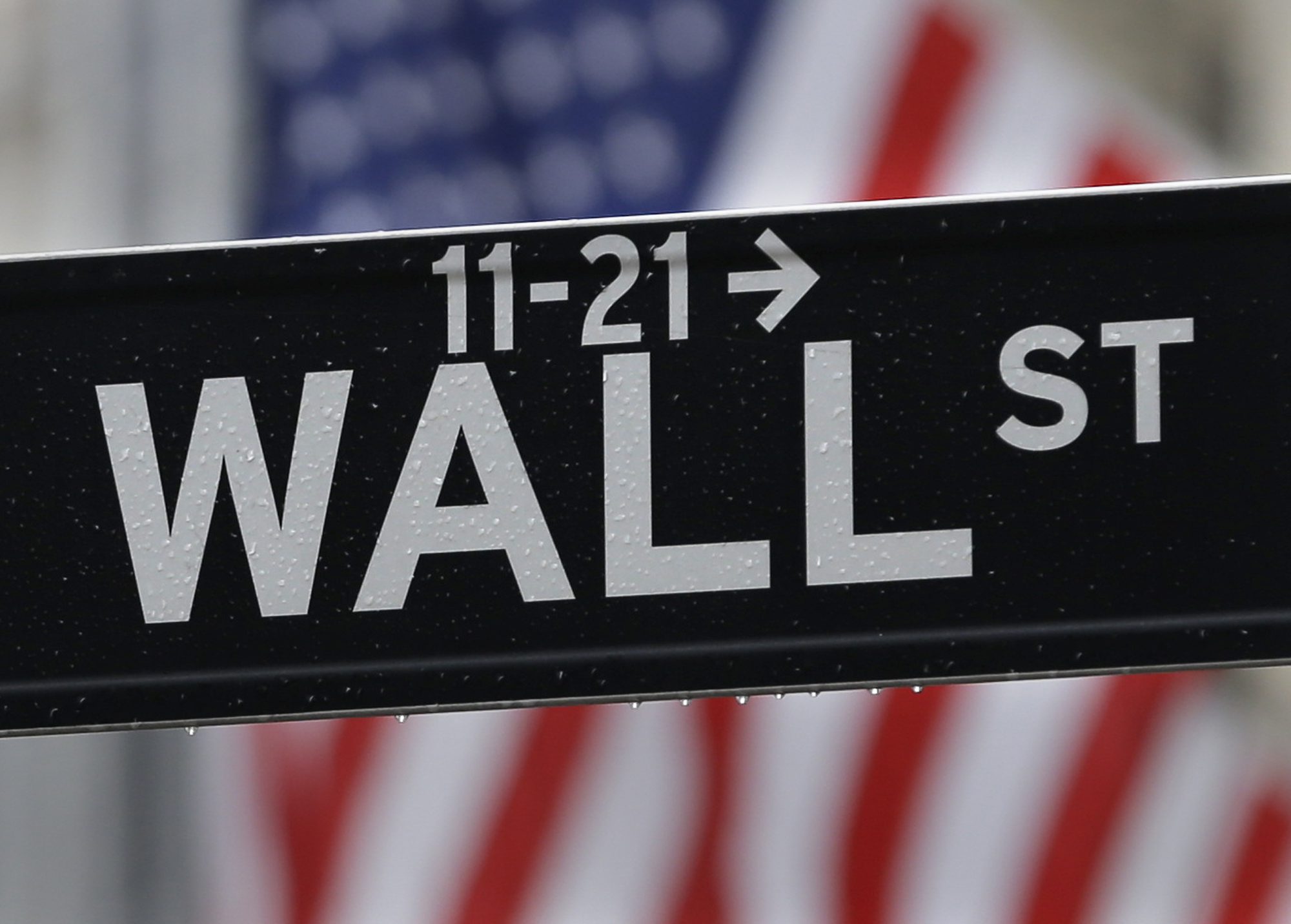 Survey: Stock market experts say millennials are ready to invest