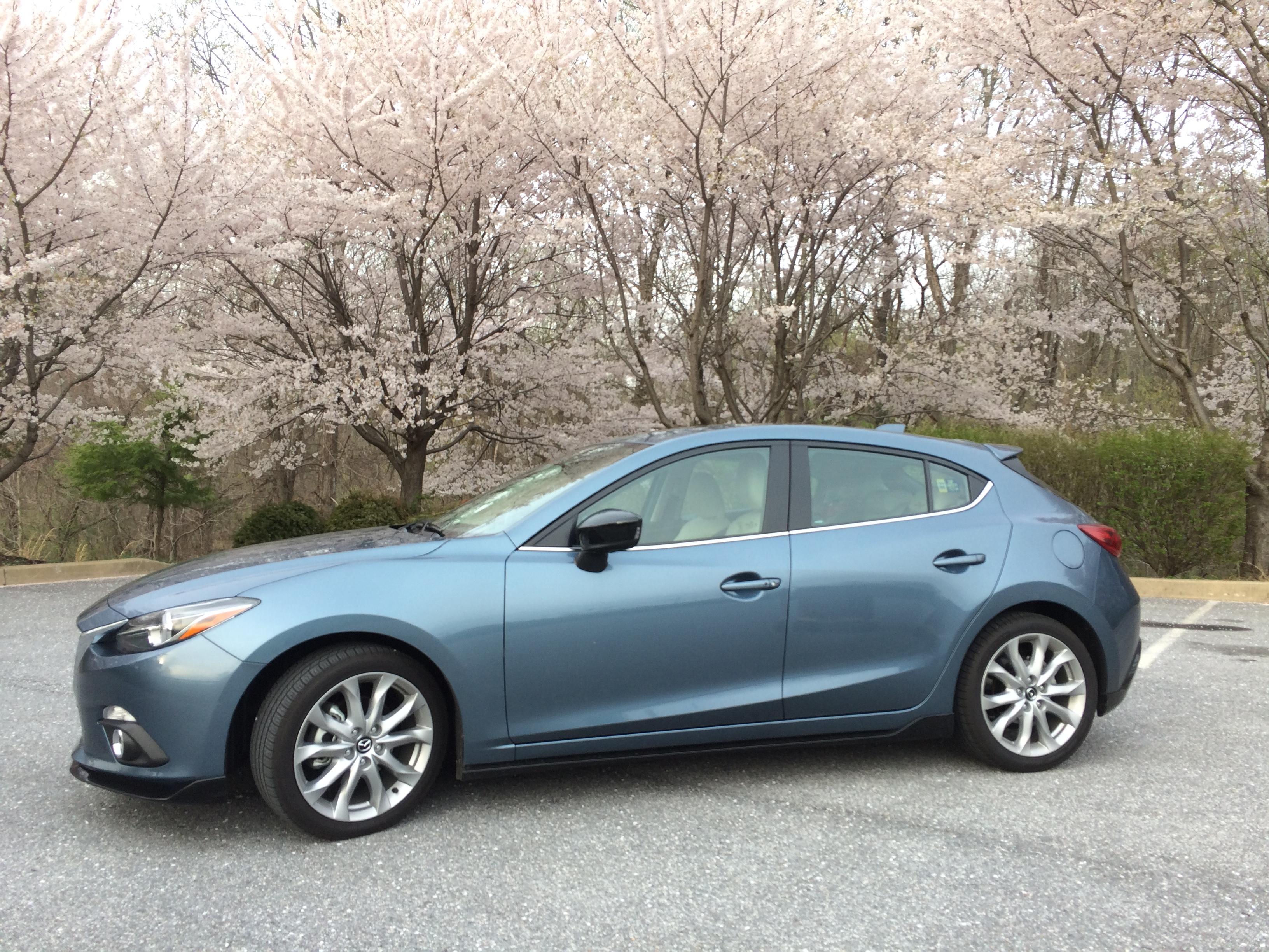 Mazda throws a manual in the 2015 Mazda3