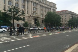 Over 300 people attended a DDOT community meeting to discuss proposed bike lanes. (WTOP/Mike Murillo)