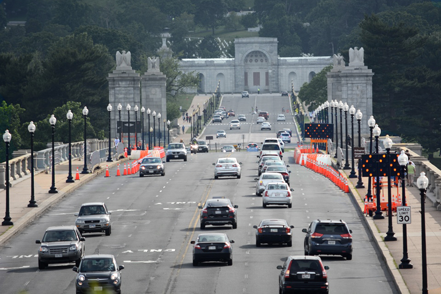 Fines to start for heavy vehicles crossing Arlington Memorial Bridge