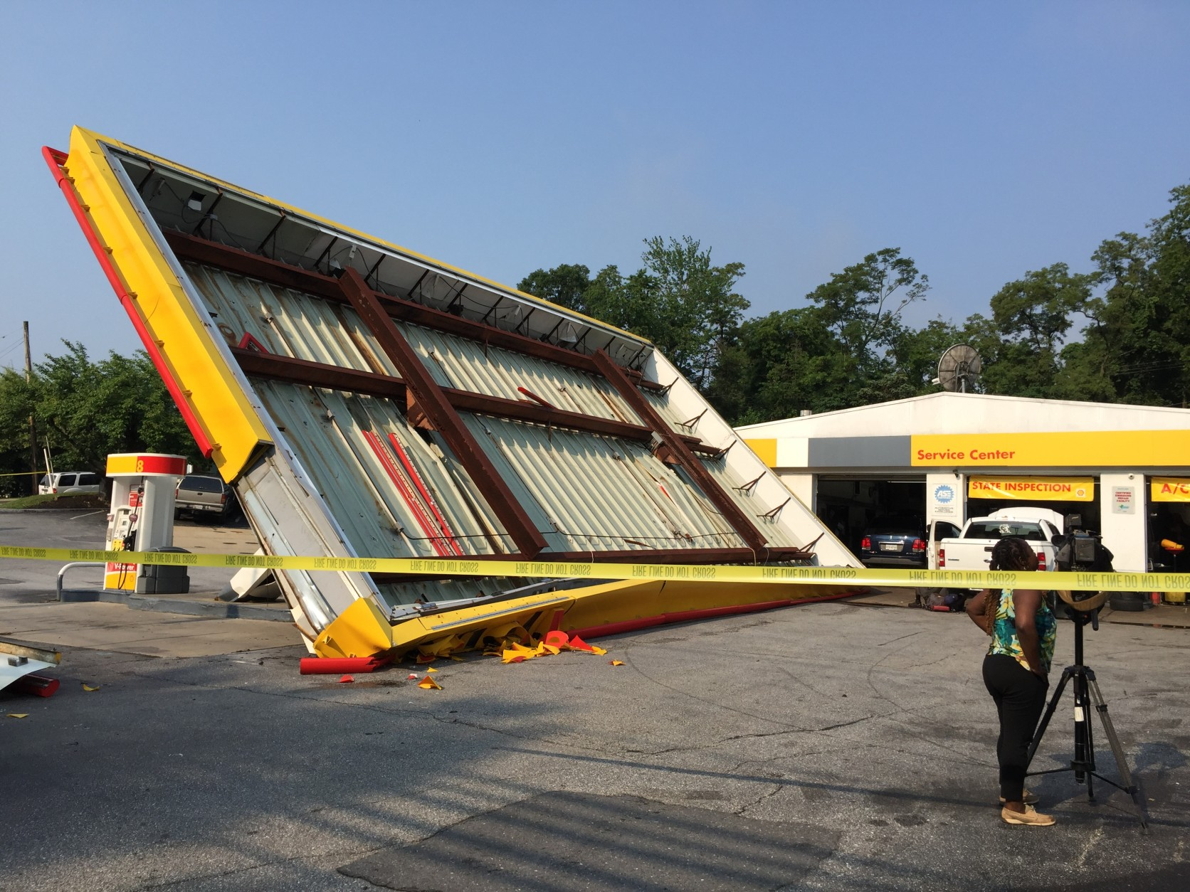 The canopy of the Shell station blew over around 1:30 a.m. July 1, 2015. (WTOP/Kristi King)