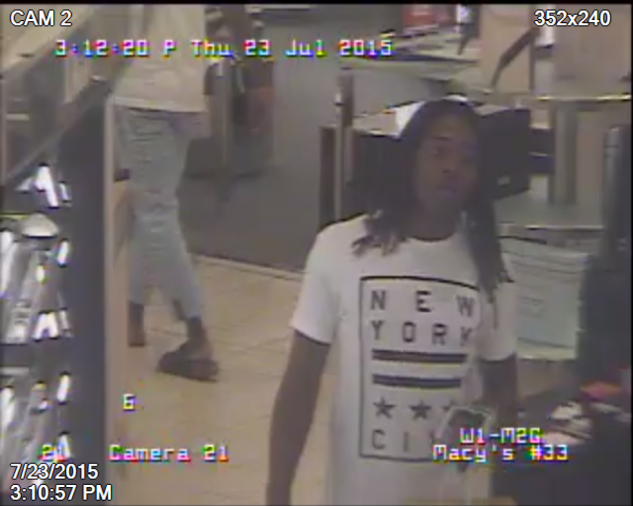 Police seek suspects in 2 'pack'-style Montgomery Co. robberies