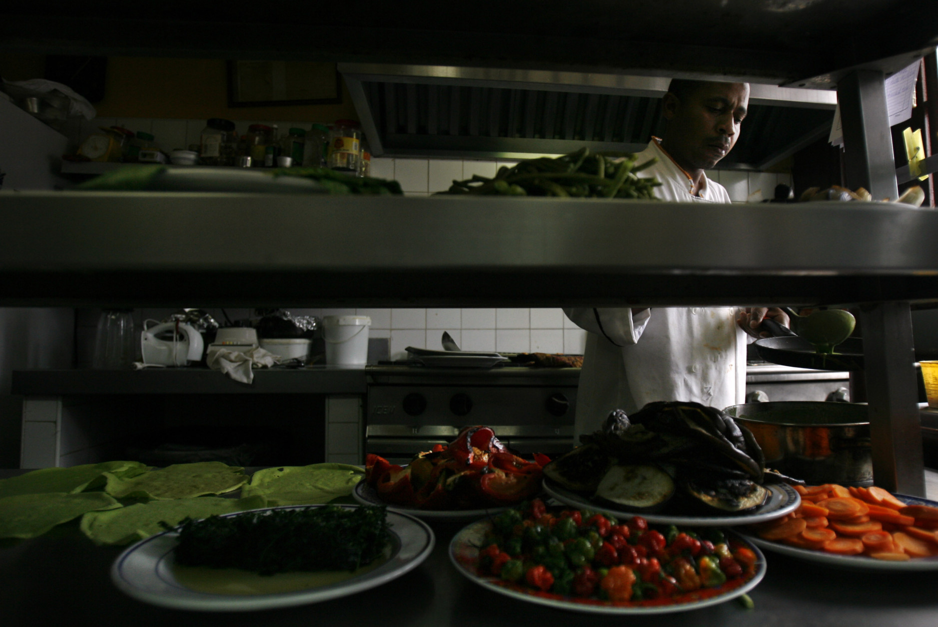 ** FOR STORY SLUGGED CUBA PALADARES **  A Cuban chef cooks at La Guarida, Havana's best known paladar, or private restaurant, in Havana, Monday, March 10, 2008.  (AP Photo/Javier Galeano)