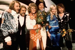 "Stig ""Stikkan"" Andersson (2nd left) is shown with pop group ""ABBA"", from left Benny Andersson, Annifrid Lyngstad, conductor Sven-Olof Walldoff, Agnetha Faltskog and Bjorn Ulvaeus in this 1974  photo after winning the Eurovision Song Contest in Brighton, England. Andersson who produced the records Swedish pop group ABBA that topped the charts around the globe during the 1970s and 80s died of a heart attack Friday Sept. 12, 1997 aged 66. (AP Photo/File)"