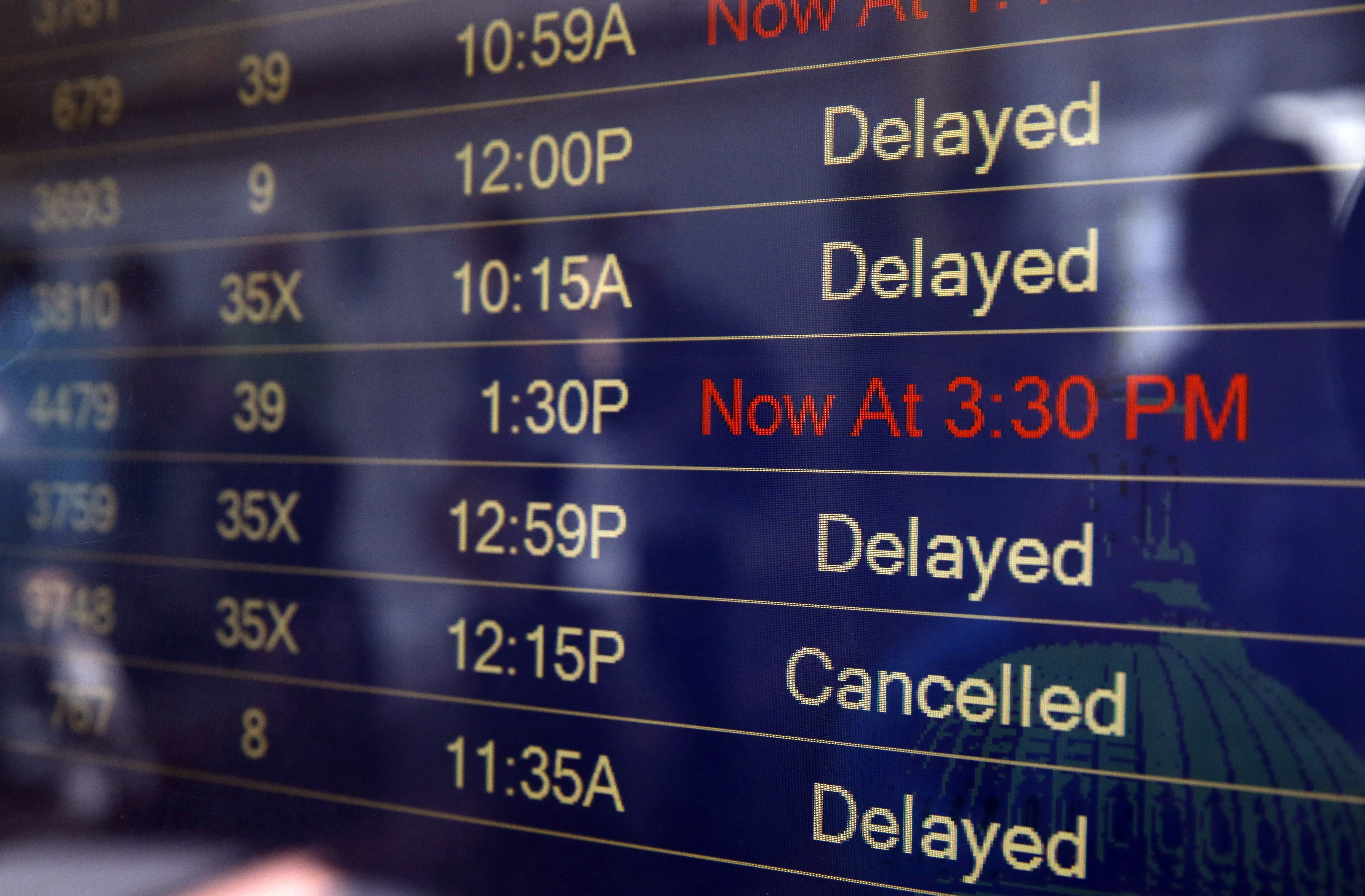 Flying Memorial Day weekend? Here's the day you can expect the most delays