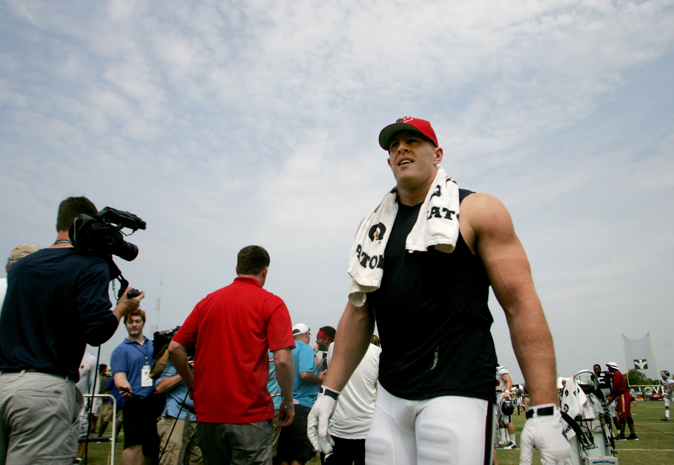 Redskins mix it up with Texans in camp