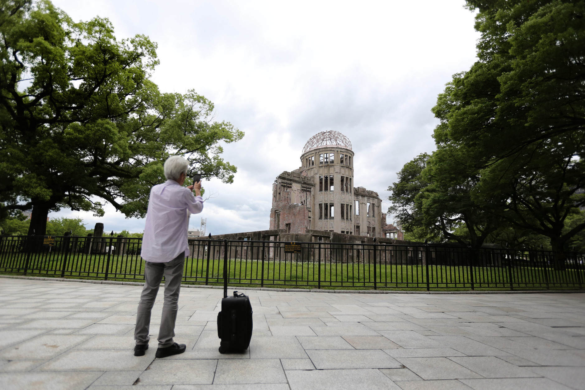 bomb essay a photo essay on the bombing of hiroshima and nagasaki