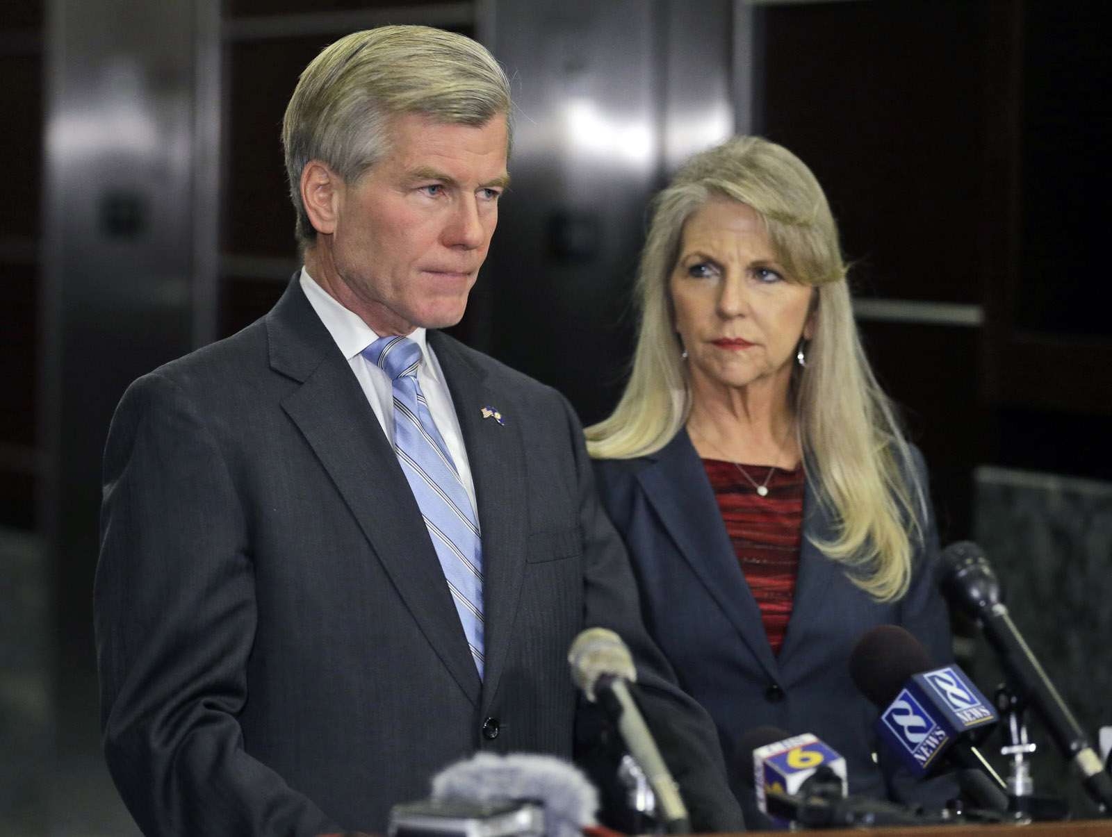 U.S. chief justice offers temporary prison reprieve to McDonnell
