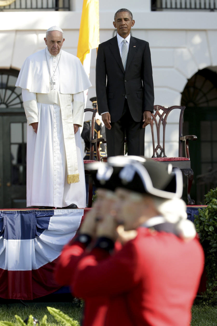 President Barack Obama and Pope Francis watch the Old Guard parade past during the state arrival ceremony on the South Lawn of the White House in Washington, Wednesday, Sept. 23, 2015. (AP Photo/Pablo Martinez Monsivais)