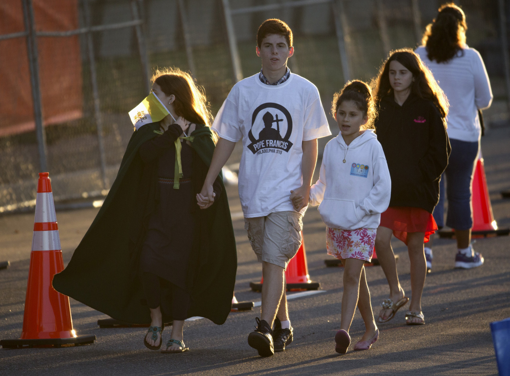 People arrive early to get a spot along Pope Francis' parade route around the Ellipse near the White House in Washington, Wednesday, Sept. 23, 2015. (AP Photo/Carolyn Kaster)