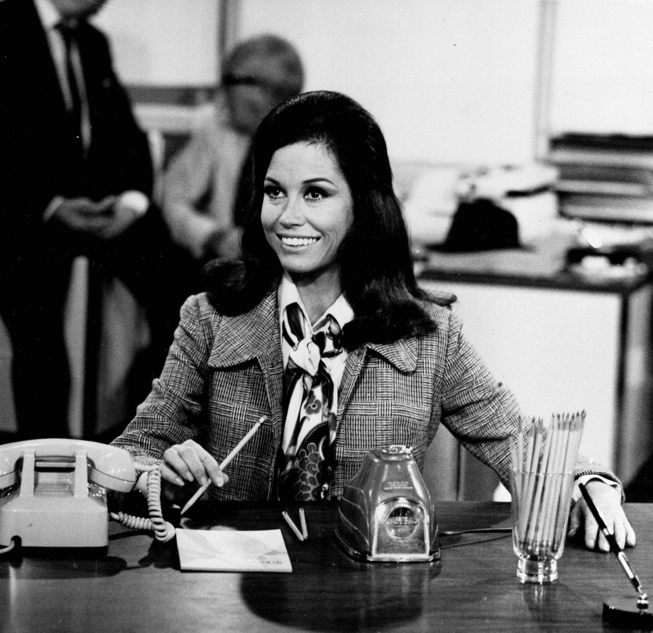 """Actress Mary Tyler Moore is shown as TV news producer Mary Richards in a scene from the """"The Mary Tyler Moore Show,"""" Aug. 1970 (AP Photo)"""