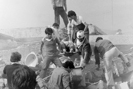 Rescue workers evacuate one of those injured in the Hotel Principiado in downtown Mexico City on Thursday, Sept. 19, 1985, after an earthquake struck earlier in the day. (AP Photo/Chip Young)