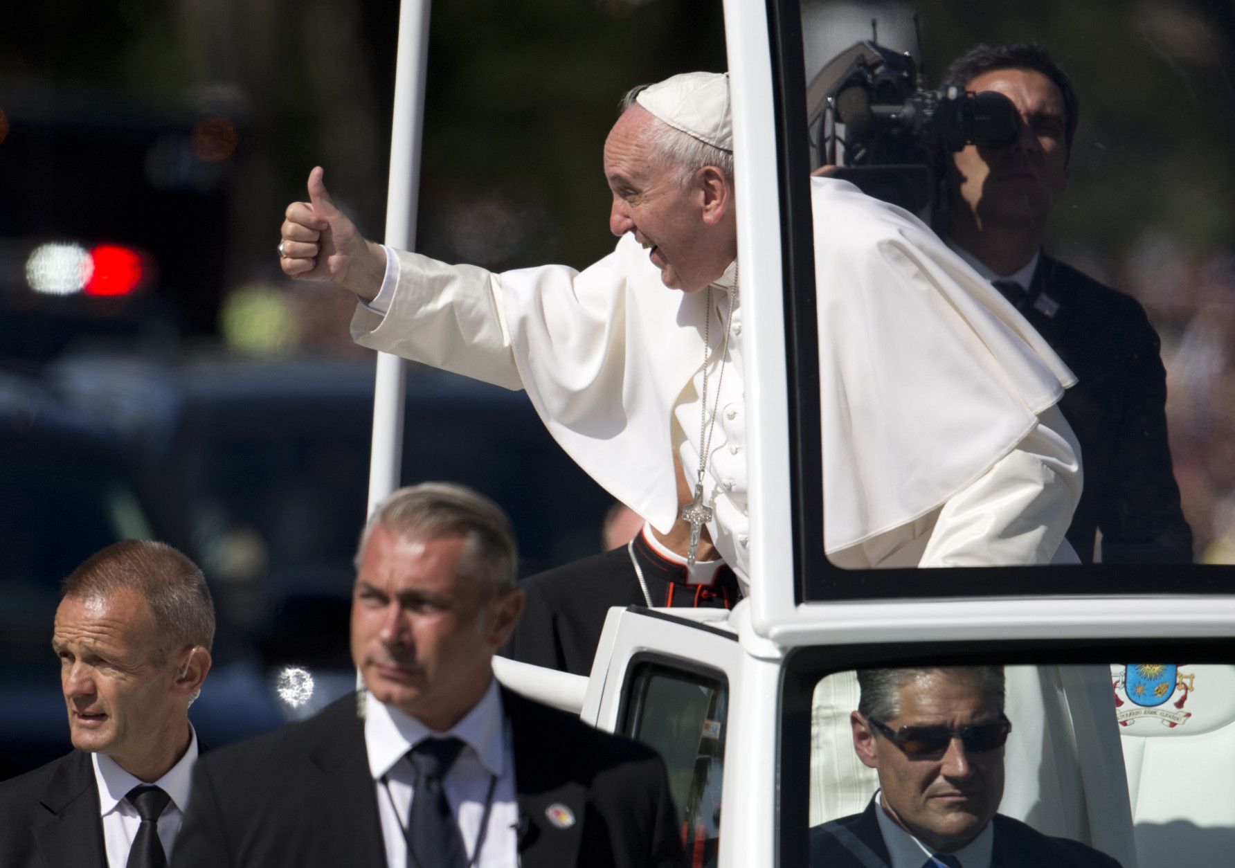 Pope Francis give the thumbs-up from the popemobile during a parade around the Ellipse near the White House in Washington, Wednesday, Sept. 23, 2015. (AP Photo/Carolyn Kaster)