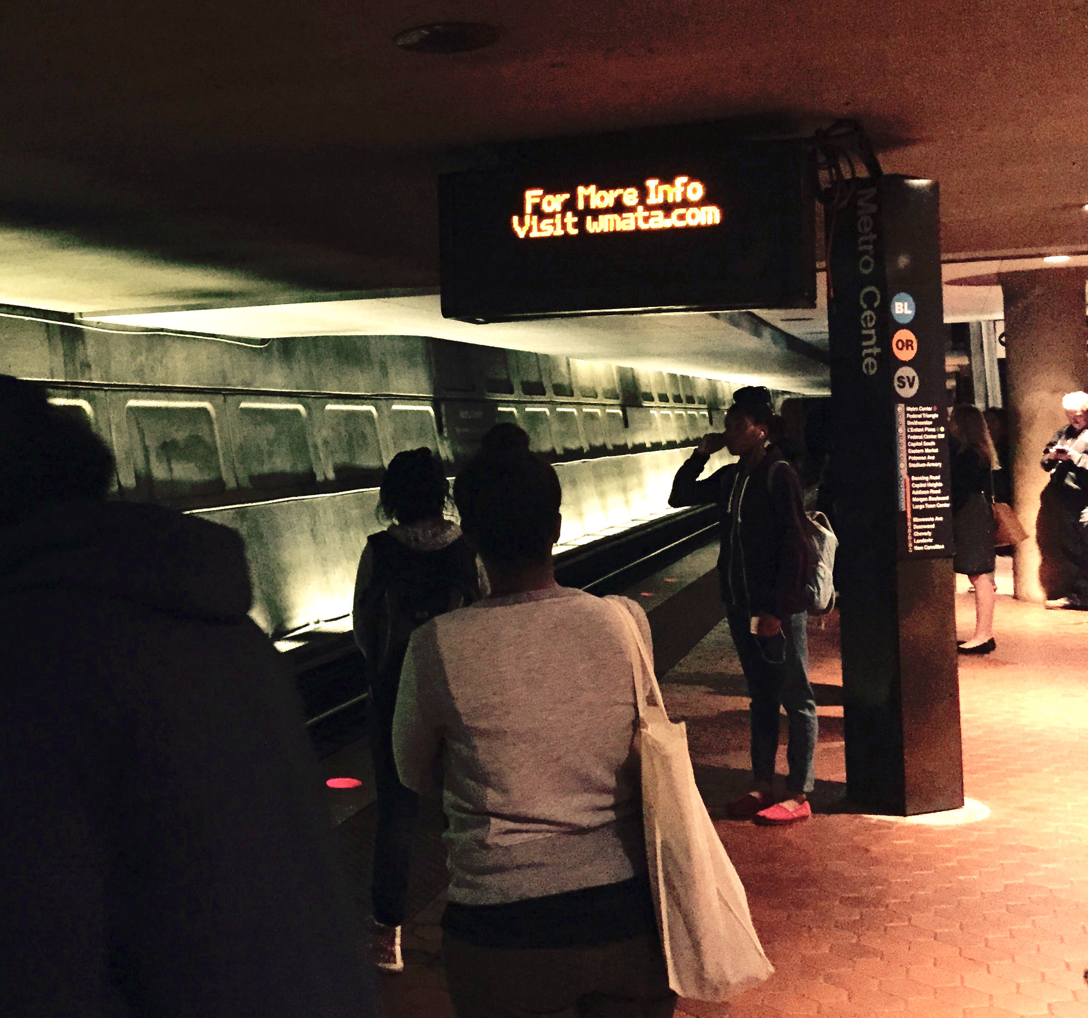 Metro riders group calls for refunds for extreme delays