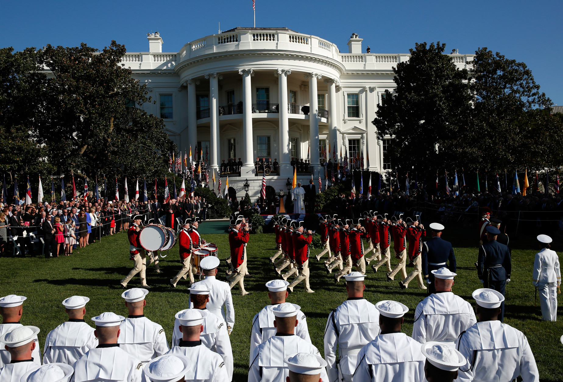 WASHINGTON, DC - SEPTEMBER 23:  Pope Francis and U.S. President Barack Obama review the U.S. Army's Old Guard Fife and Drum Corps during the arrival ceremony at the White House on September 23, 2015 in Washington, DC. The Pope begins his first trip to the United States at the White House followed by a visit to St. Matthew's Cathedral, and will then hold a Mass on the grounds of the Basilica of the National Shrine of the Immaculate Conception.  (Photo by Win McNamee/Getty Images)