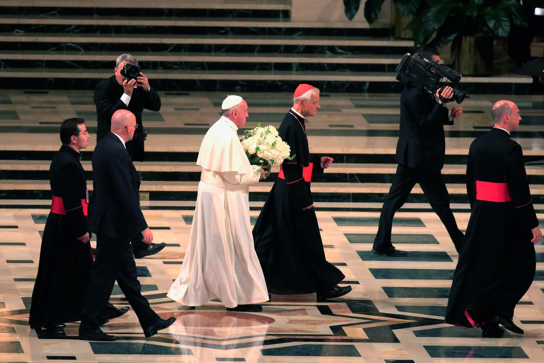 WASHINGTON, DC - SEPTEMBER 23:  Pope Francis (3L) arrives for the canonization Mass for Junipero Serra at the Basilica of the National Shrine of the Immaculate Conception on September 23, 2015 in Washington, DC. Junipero Serra was an 18th century Spanish Franciscan friar who founded a mission in Baja, California to bring Christianity to the indigenous population. This is the first-ever canonization by a Pope on U.S. soil. Pope Francis is on a multi-city tour on his first visit to the U.S. as Pope. (Photo by Rob Carr/Getty Images)