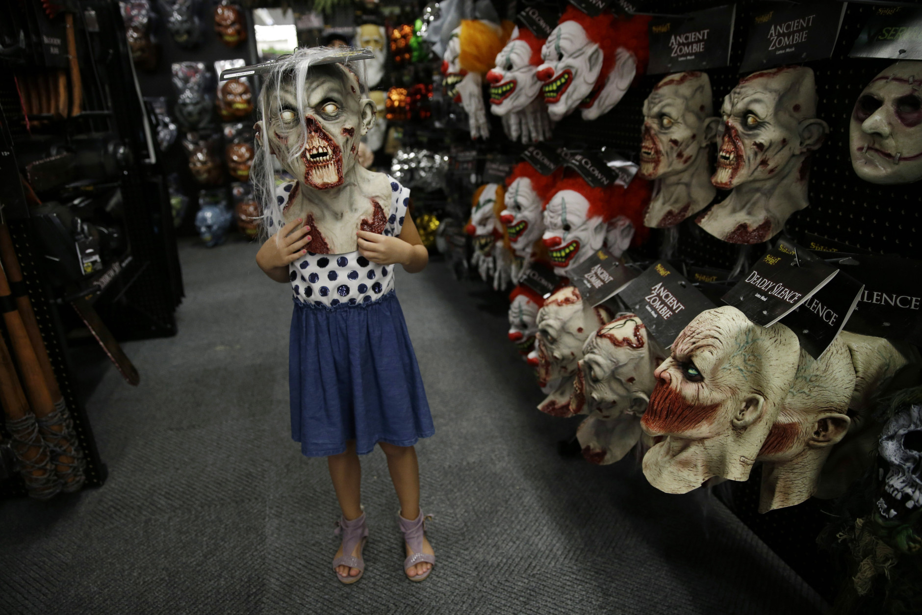 shuttered stores return to life for halloween wtop - Spirit Halloween Vancouver
