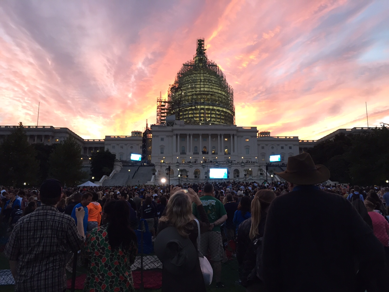 Visitors file in to the west lawn of the U.S. Capitol building to see Pope Francis on Thursday, Sept. 24, 2015. (WTOP/Dennis Foley)