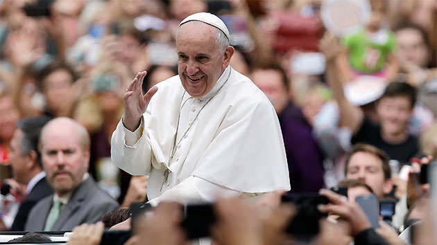 Pope Francis holds final Mass on Philadelphia's Benjamin Franklin Parkway