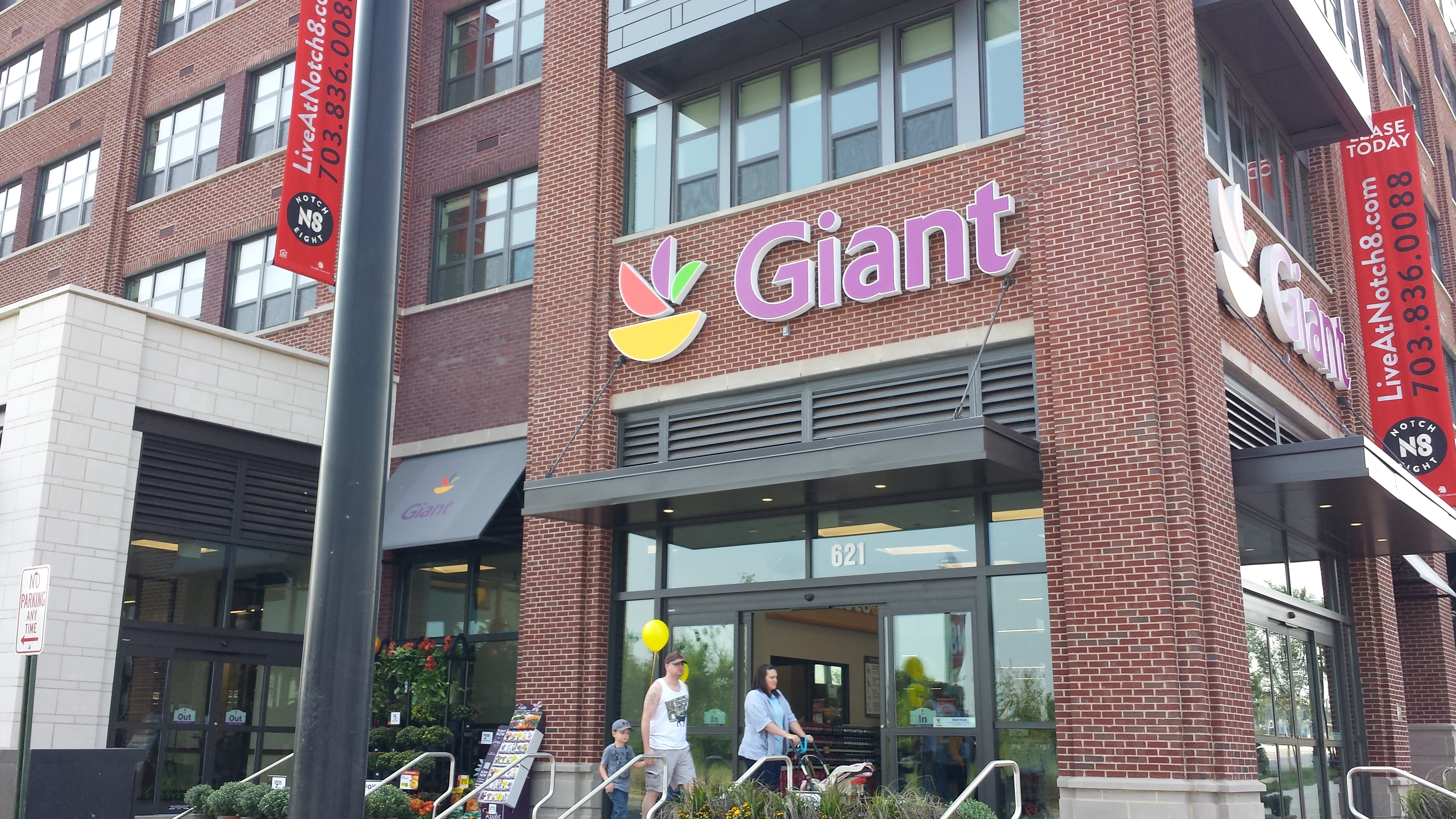 Giant opens new store in Alexandria