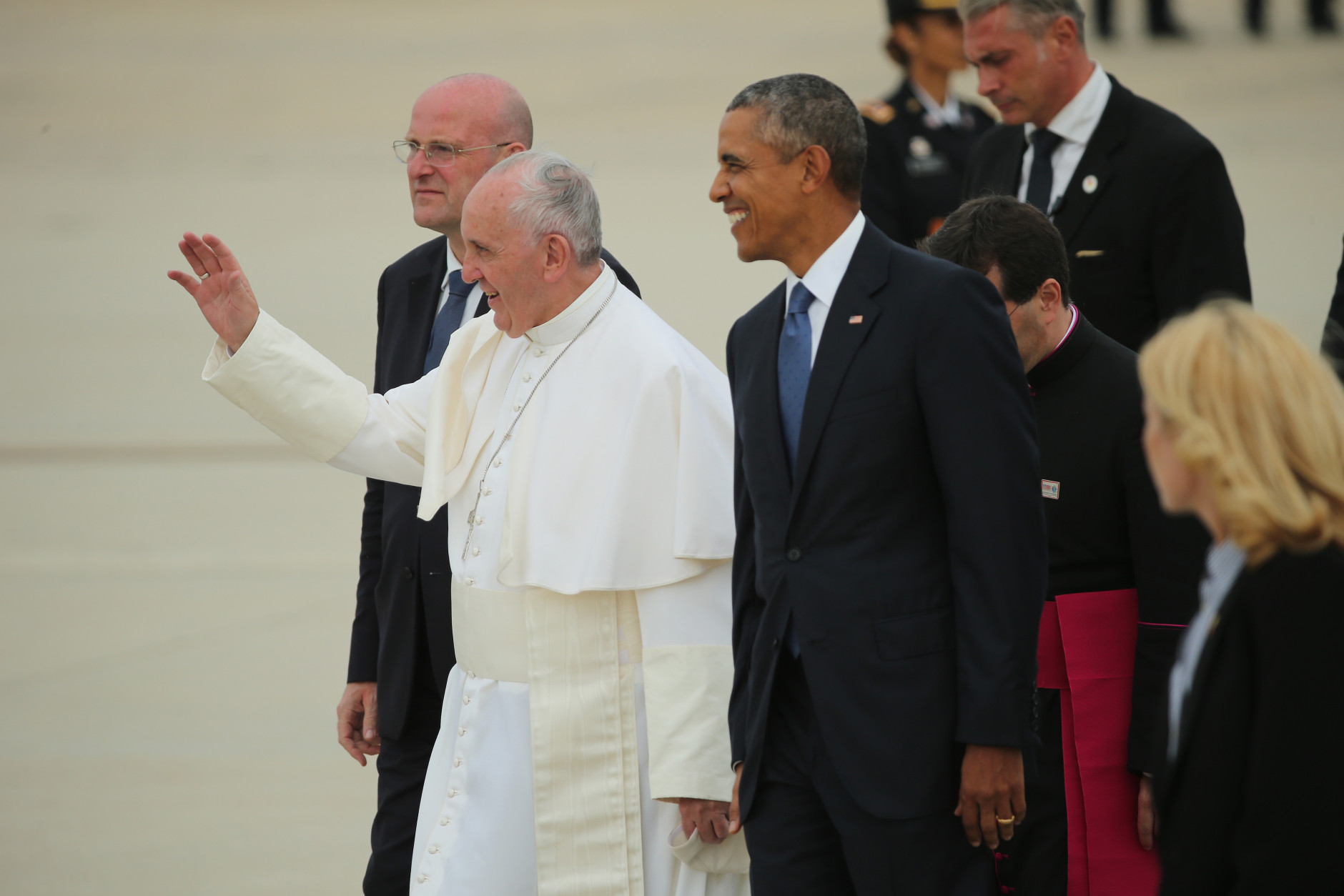 JOINT BASE ANDREWS, MD - SEPTEMBER 22:  Pope Francis is greeted by U.S. President Barack Obama (R), along with first lady Michelle Obama, Vice President Joe Biden and other political and Catholic church leaders after arriving from Cuba September 22, 2015 at Joint Base Andrews, Maryland. Francis will be visiting Washington, New York City and Philadelphia during his first trip to the United States as pope. (Photo by Chip Somodevilla/Getty Images)
