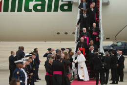 Pope Francis is greeted by U.S. President Barack Obama, first lady Michelle Obama, Vice President Joe Biden and other political and Catholic church leaders after arriving from Cuba September 22, 2015 at Joint Base Andrews, Maryland. Francis will be visiting Washington, New York City and Philadelphia during his first trip to the United States as pope.