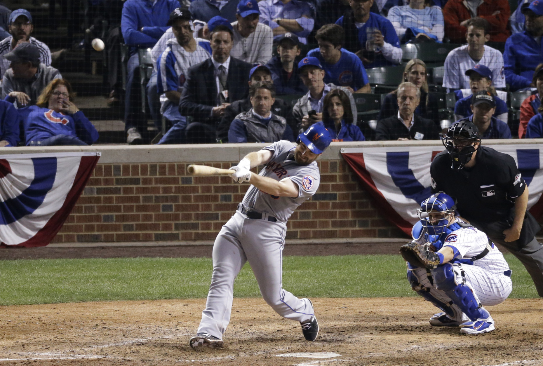 New York Mets' Daniel Murphy hits a two-run home run during the eighth inning of Game 4 of the National League baseball championship series against the Chicago Cubs Wednesday, Oct. 21, 2015, in Chicago. (AP Photo/David Goldman)